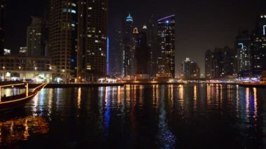 The night illumination of Dubai Marina and Dhow boat, UAE — Stock video