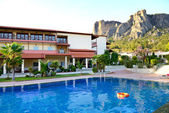 Swimming pool at the luxury hotel and Meteora mountains at backg — Stock Photo