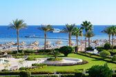Motor yacht and beach at the luxury hotel, Sharm el Sheikh, Egyp — Stock Photo
