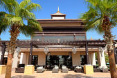 The building of Thai style hotel on Palm Jumeirah man-made islan — Stock Photo