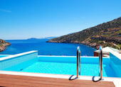 The sea view swimming pool at the luxury villa, Crete, Greece — Stock Photo
