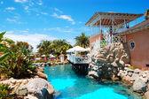 Swimmingpool nära uteservering på luxury hotel, Teneriffa — Stockfoto