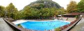 Loutra, aridea, grekland-13 oktober: turisterna simma i wate — Stockfoto