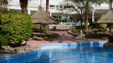 The swimming pool at luxury hotel, Sharm el Sheikh, Egypt — Stock Video