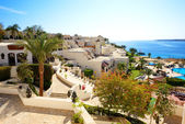 Building and the beach at luxury hotel, Sharm el Sheikh, Egypt — Stock Photo