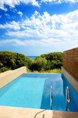 Yüzme havuzu lüks sea view villa, peloponnes, yunanistan — Stok fotoğraf