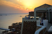 Beach at the luxury hotel during sunset, Sharm el Sheikh, Egypt — Stock Photo