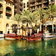 View of the Souk Madinat Jumeirah and abra boats, Dubai, UAE — Stock Photo