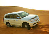 DUBAI, UAE - SEPTEMBER 12: The Dubai desert trip in off-road car — Stock Photo