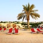 Beach of the luxury hotel during sunset, Ras Al Khaima, UAE — Stock Photo