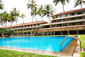 The swimming pool and building of luxury hotel, Bentota, Sri Lan — Stock Photo