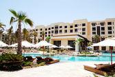 Swimming pool at the luxury hotel, Saadiyat island, Abu Dhabi, U — Stock Photo