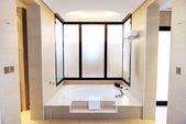Badezimmer in den luxus hotel, dubai, vae — Stockfoto