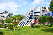The lawn and building of luxury hotel, Antalya, Turkey — Stock Photo