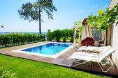 The swimming pool at luxury villa, Antalya, Turkey — Stock Photo