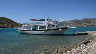 The traditional Greek motor yacht for tourists transportation at Spinalonga island, Crete, Greece — Stock Video