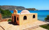 Orthodox Church and Spinalonga island at background, Crete, Gree — Foto de Stock