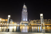 DUBAI, UAE - SEPTEMBER 10: The Night view on Dubai Mall. It is t — Foto de Stock