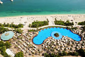 View on beach at Jumeirah Palm man-made island, Dubai, UAE — Stock Photo