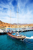 SHARM EL SHEIKH, EGYPT -  DECEMBER 4: The sail yacht with touris — Stok fotoğraf