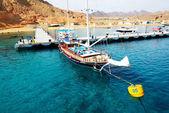 SHARM EL SHEIKH, EGYPT -  DECEMBER 4: The sail yacht with touris — Stock Photo