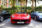 DUBAI, UAE - SEPTEMBER 11: The Atlantis the Palm hotel and limou — Stock Photo