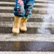 Child in a crosswalk. — Stock Photo