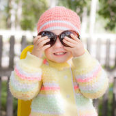 Kid wearing sunglasses — Stock Photo