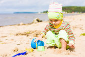 Kid playing on the beach — Stock Photo