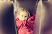 Eenzaam meisje in een trein — Stockfoto