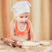 Pretty beautiful girl at the table making pies. — Stock Photo