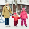 Mom and her daughters skating — Foto Stock