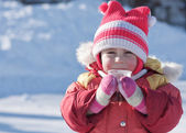 A small child is drinking a hot drink in winter — Stock Photo
