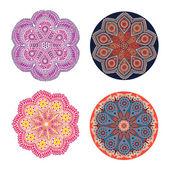 Ornement indien, motif floral kaléidoscopique, mandala. ensemble de quatre dentelle d'ornement. — Vecteur