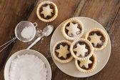 Traditional Christmas fruit mince pies — Stock Photo