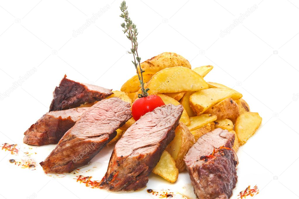 Grilled beefsteaks, baked potatoes and vegetable salad — Stock Photo #13647096