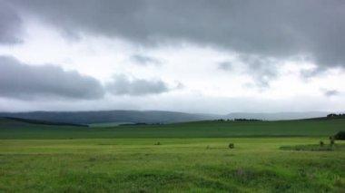 Landschaft mit wolken. — Stockvideo