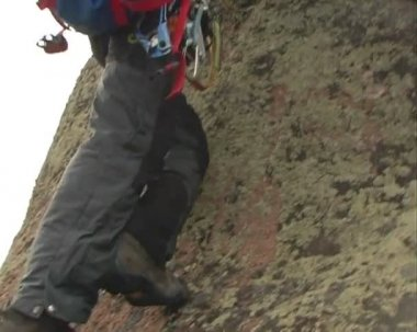 The Ascent of the climber on mountain. — Stock Video