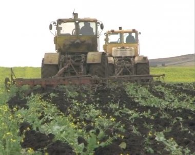 Two tractors plowing the field. — Stock Video
