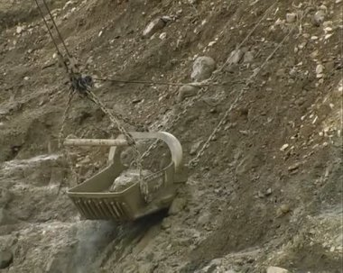Excavator in a quarry. — Stock Video