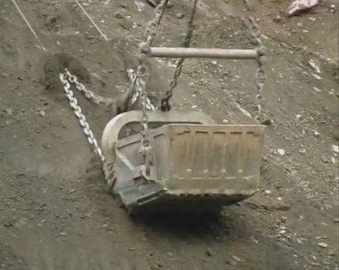 Excavator in a quarry. — Stock Video