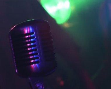 麦克风,彩色灯、 摇滚音乐会 — 图库视频影像
