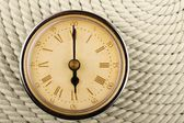 часы с римскими цифрами на фоне шнур. 6 — Стоковое фото