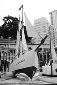 Yacht sculpture in Hong Kong downtown — Stock Photo