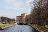 Mikhailovsky Castle and the river Moika — Stockfoto
