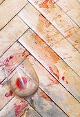 Broken wine glass on the old parquet. Splashes of wine similar t — Stock Photo