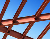 Steel beams against the blue sky. Fragment construction site. — Stock Photo