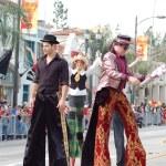 PASADENA, CA-USA - FEBRUARY 18: stilts clowns entertaining the crowd at Chinese Lunar New Year Parade on February 18 2007 in Pasadena California — Stock Photo #11615491