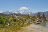 Tufas rocks made of calcium carbonate deposits at Mono Lake California, USA — Stock Photo