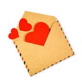 конверт с сердечки валентинки — Стоковое фото